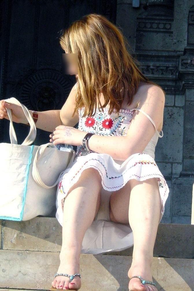 【海外ハプニング画像】外国人美女のチラリ&ポロリで見えちゃったエロ画像 39