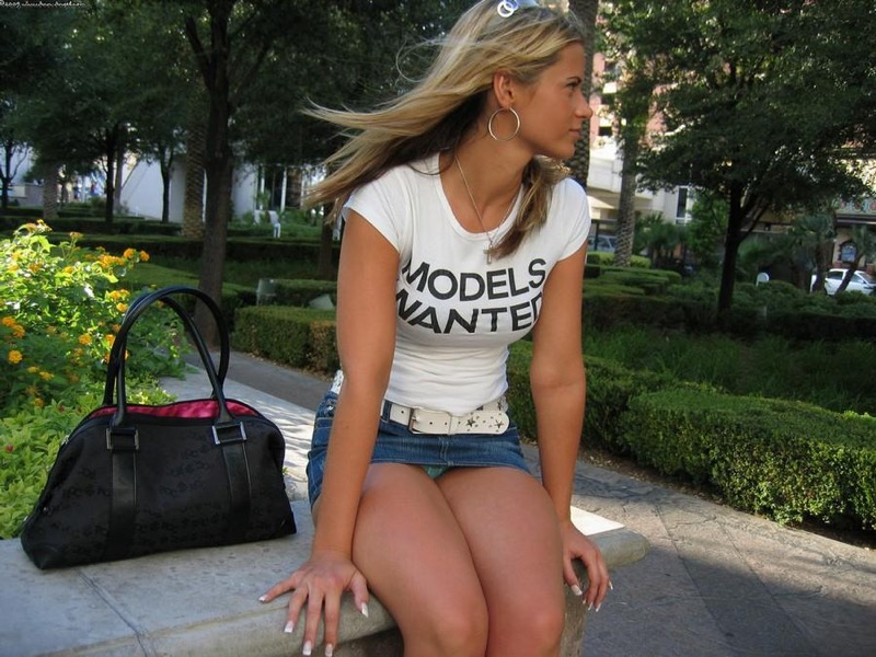 【海外ハプニング画像】外国人美女のチラリ&ポロリで見えちゃったエロ画像 42