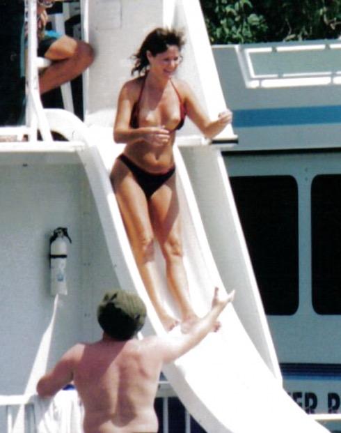 【海外ハプニング画像】外国人美女のチラリ&ポロリで見えちゃったエロ画像 55
