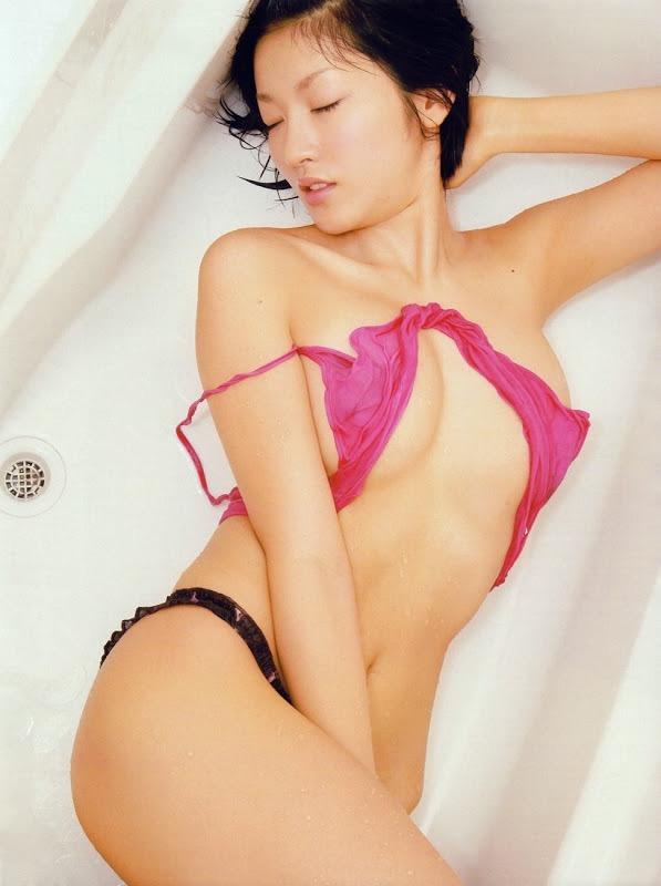 【多田あさみグラビア画像】猫大好きなFカップ巨乳グラドル美女の水着画像 13