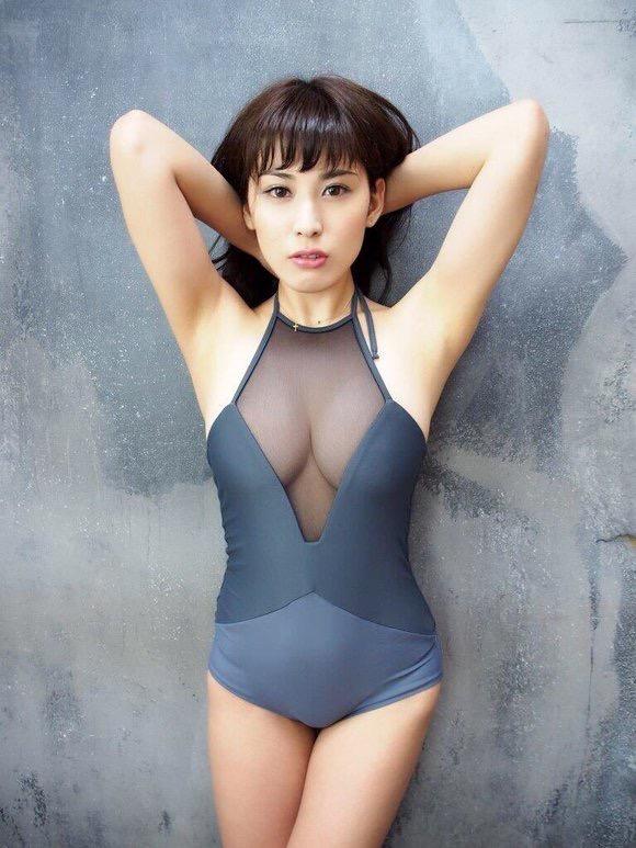 【レオタードエロ画像】美女の股間に食い込むハイレグがエロ過ぎる! 33