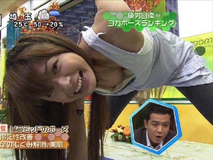 【放送事故エロ画像】テレビに映ったラッキースケベ的なハプニングエロ画像 09