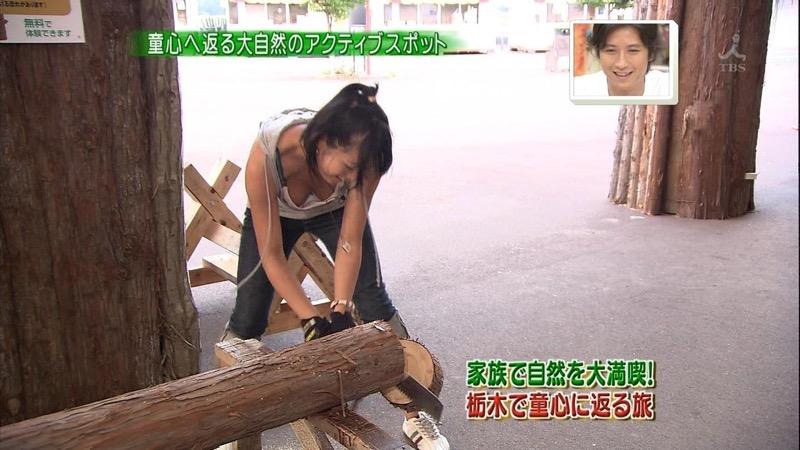 【放送事故エロ画像】テレビに映ったラッキースケベ的なハプニングエロ画像 11