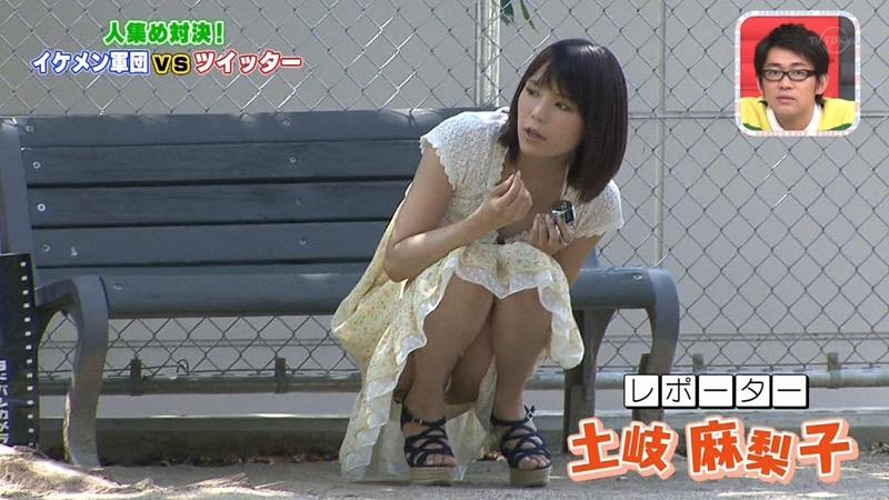 【放送事故エロ画像】テレビに映ったラッキースケベ的なハプニングエロ画像 18