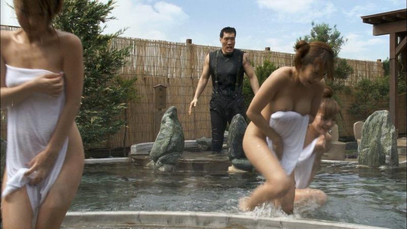 【放送事故エロ画像】テレビに映ったラッキースケベ的なハプニングエロ画像 19