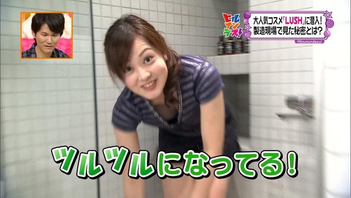 【放送事故エロ画像】テレビに映ったラッキースケベ的なハプニングエロ画像 26