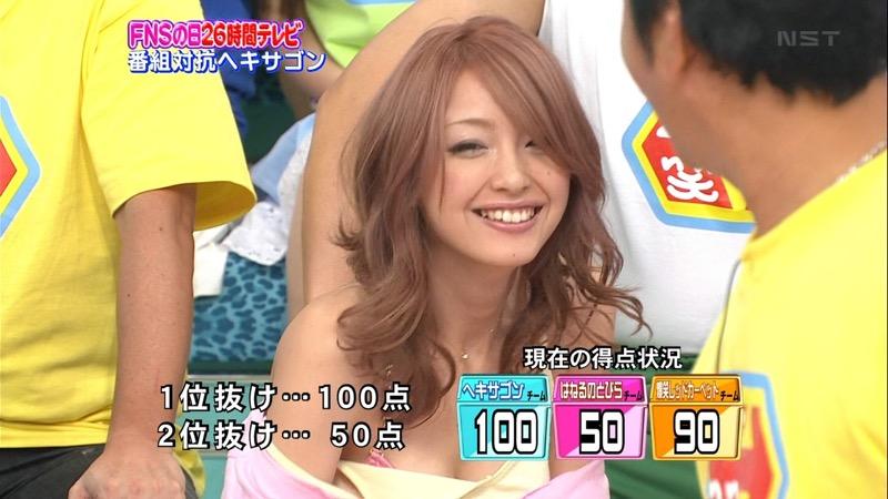 【放送事故エロ画像】テレビに映ったラッキースケベ的なハプニングエロ画像 27