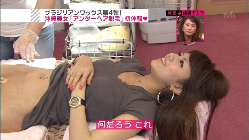 【放送事故エロ画像】テレビに映ったラッキースケベ的なハプニングエロ画像 45
