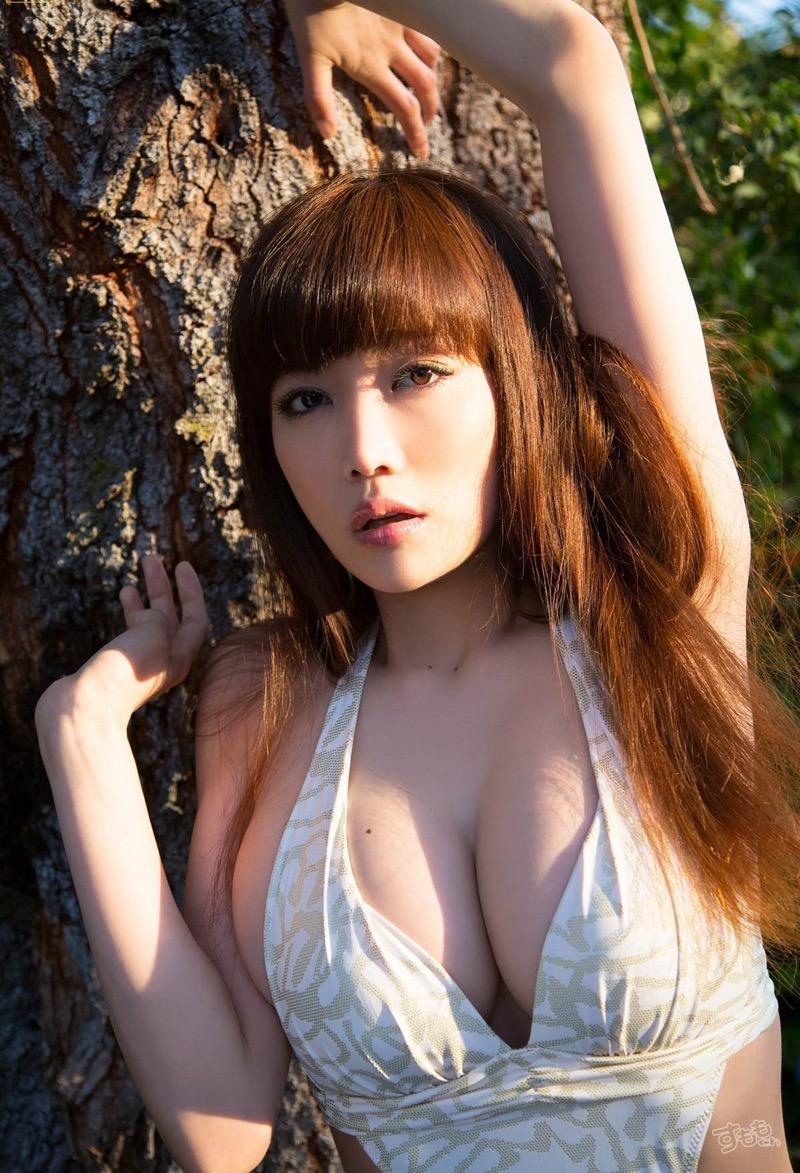 【佐藤江梨子グラビア画像】セクシー巨乳ボディを惜しげもなく晒すビキニ美女! 12