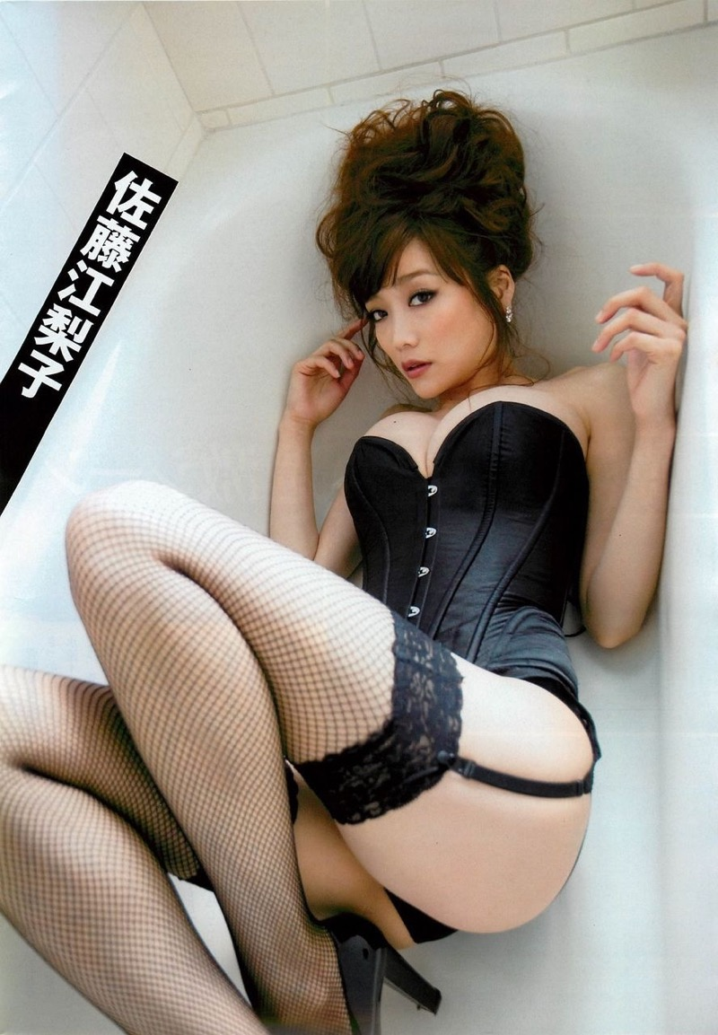 【佐藤江梨子グラビア画像】セクシー巨乳ボディを惜しげもなく晒すビキニ美女! 17