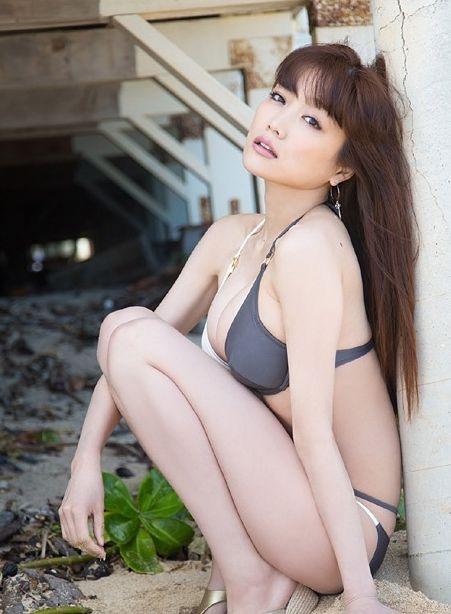 【佐藤江梨子グラビア画像】セクシー巨乳ボディを惜しげもなく晒すビキニ美女! 60