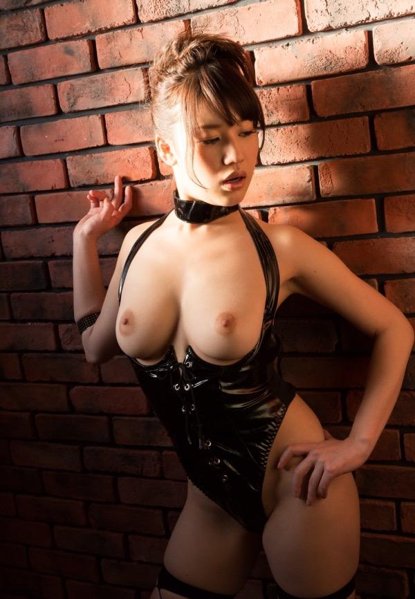 【ボンデージエロ画像】美女が身に付けたボンデージ姿がソソるエロ画像 04