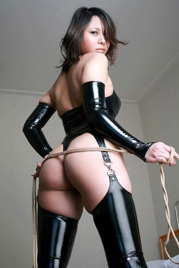 【ボンデージエロ画像】美女が身に付けたボンデージ姿がソソるエロ画像 11