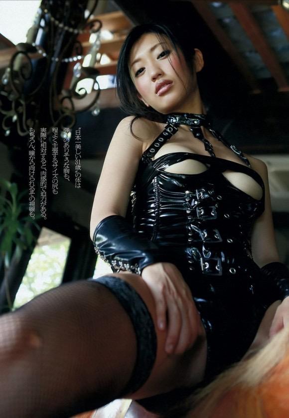 【ボンデージエロ画像】美女が身に付けたボンデージ姿がソソるエロ画像 12