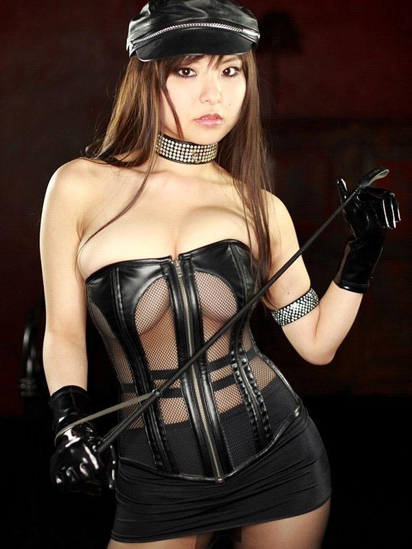 【ボンデージエロ画像】美女が身に付けたボンデージ姿がソソるエロ画像 14