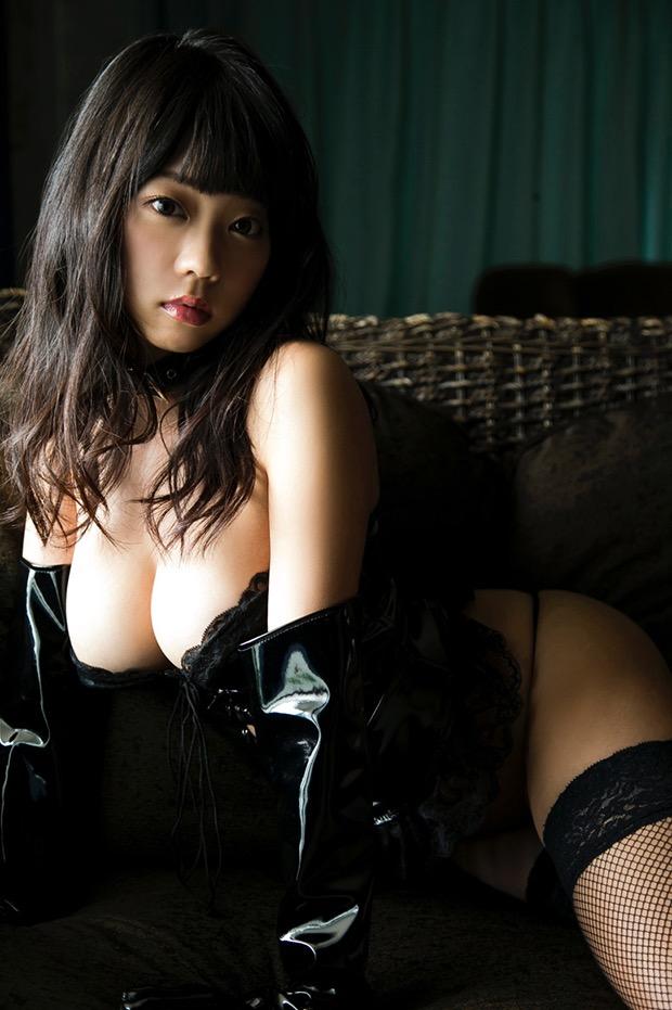 【ボンデージエロ画像】美女が身に付けたボンデージ姿がソソるエロ画像 17