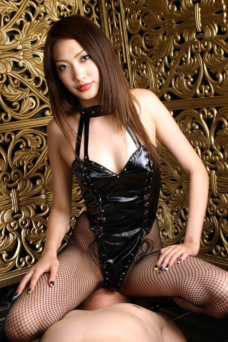 【ボンデージエロ画像】美女が身に付けたボンデージ姿がソソるエロ画像 18
