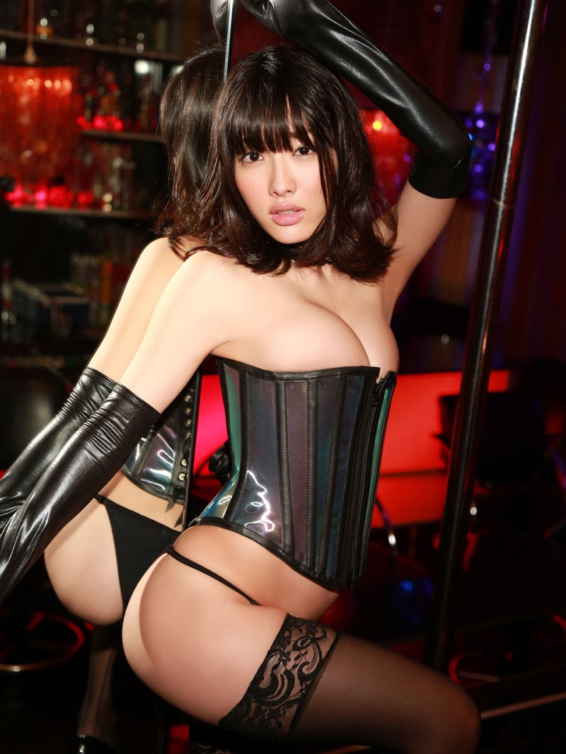 【ボンデージエロ画像】美女が身に付けたボンデージ姿がソソるエロ画像 26