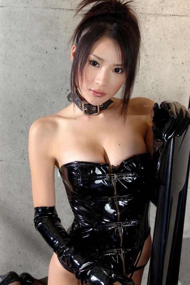 【ボンデージエロ画像】美女が身に付けたボンデージ姿がソソるエロ画像 27