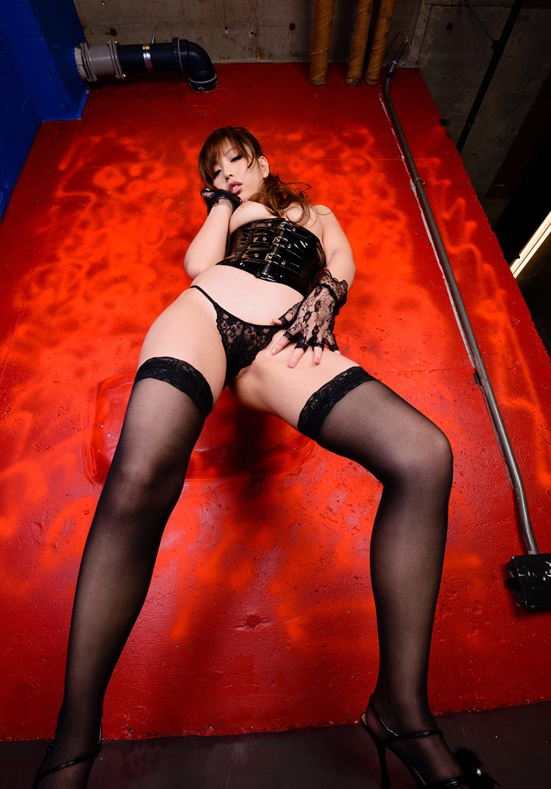 【ボンデージエロ画像】美女が身に付けたボンデージ姿がソソるエロ画像 30