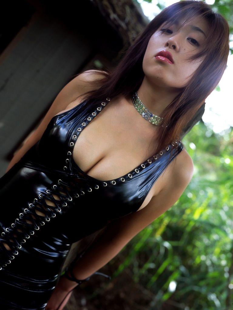 【ボンデージエロ画像】美女が身に付けたボンデージ姿がソソるエロ画像 41