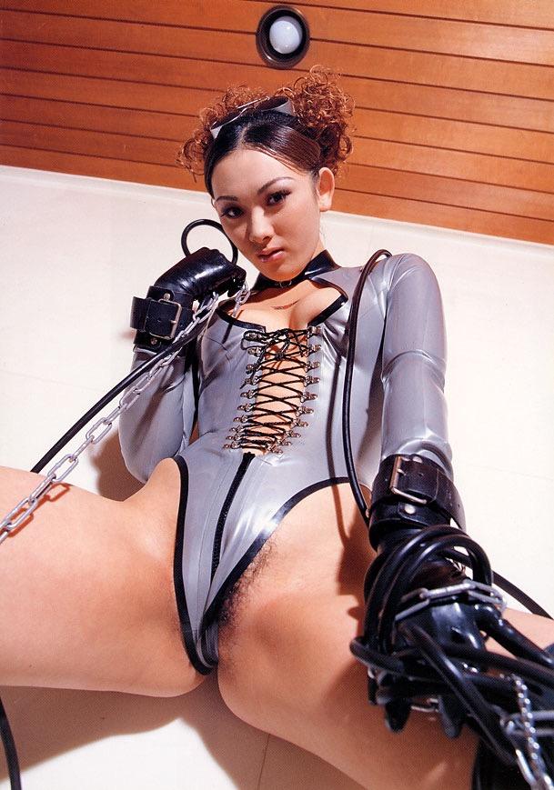 【ボンデージエロ画像】美女が身に付けたボンデージ姿がソソるエロ画像 42