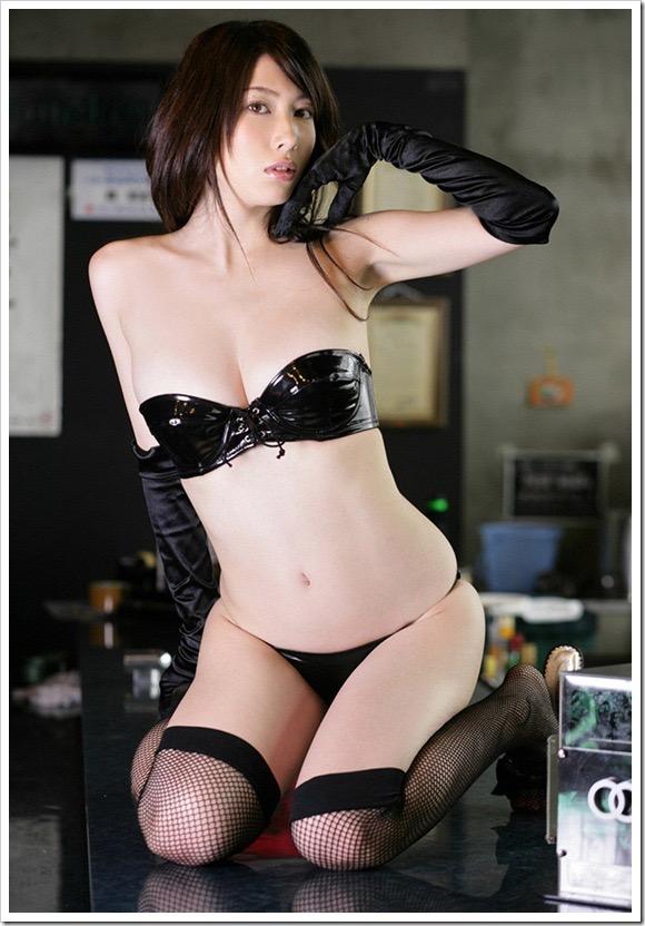 【ボンデージエロ画像】美女が身に付けたボンデージ姿がソソるエロ画像 45