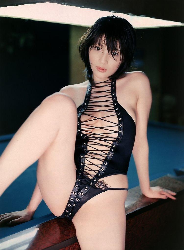 【ボンデージエロ画像】美女が身に付けたボンデージ姿がソソるエロ画像 47
