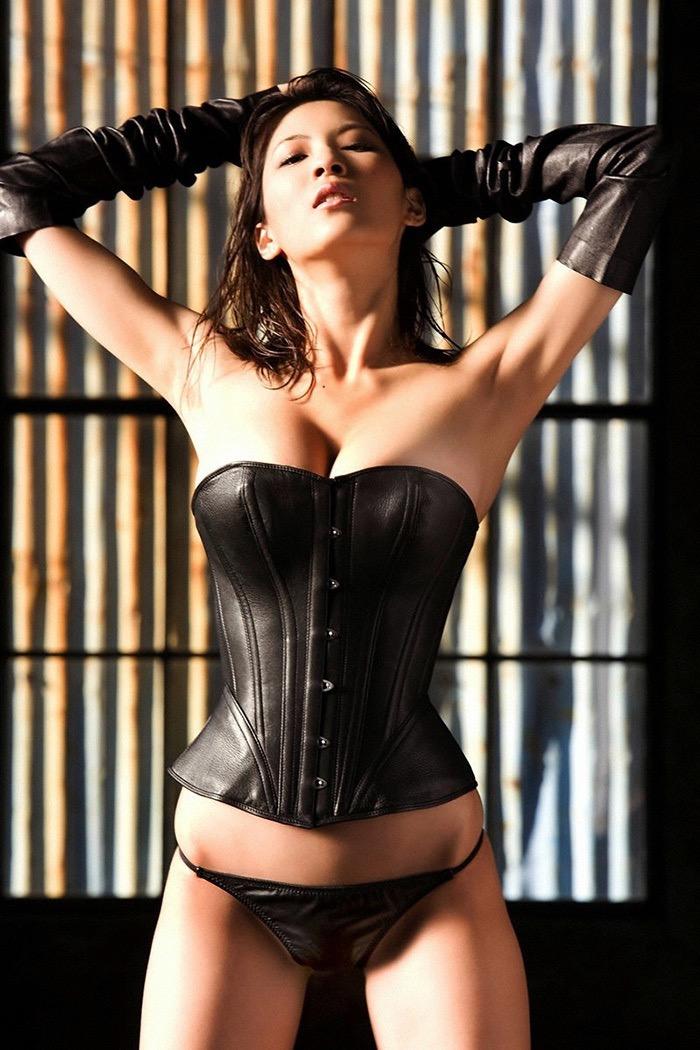 【ボンデージエロ画像】美女が身に付けたボンデージ姿がソソるエロ画像 48