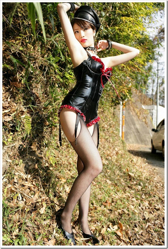 【ボンデージエロ画像】美女が身に付けたボンデージ姿がソソるエロ画像 57