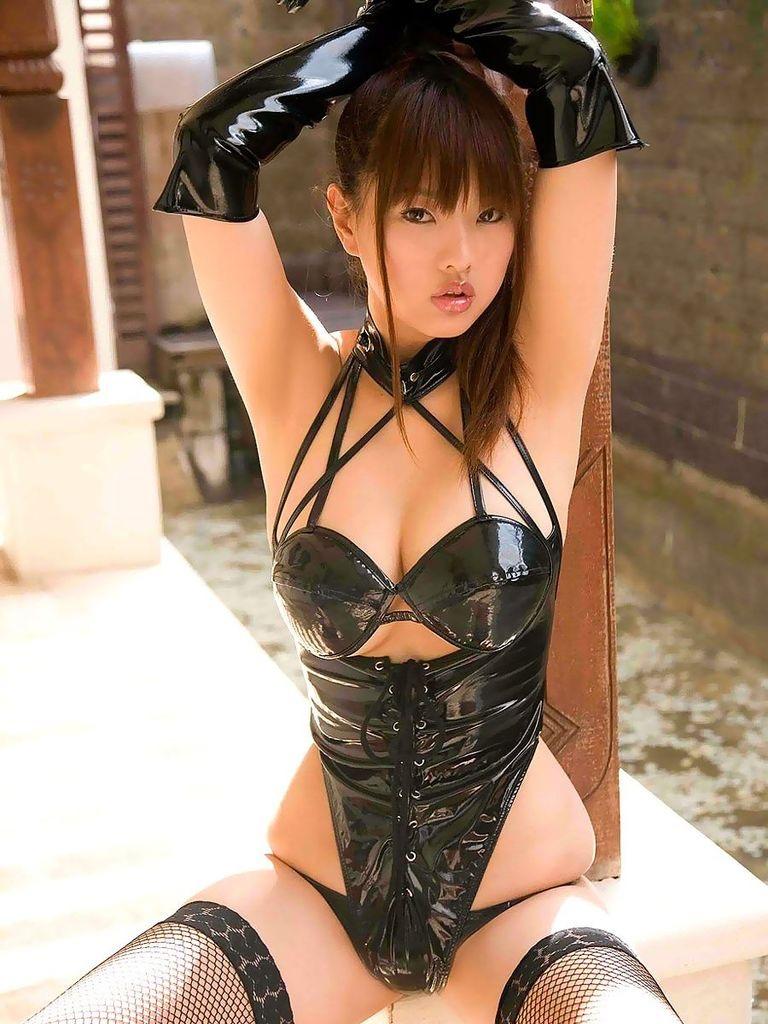 【ボンデージエロ画像】美女が身に付けたボンデージ姿がソソるエロ画像 69