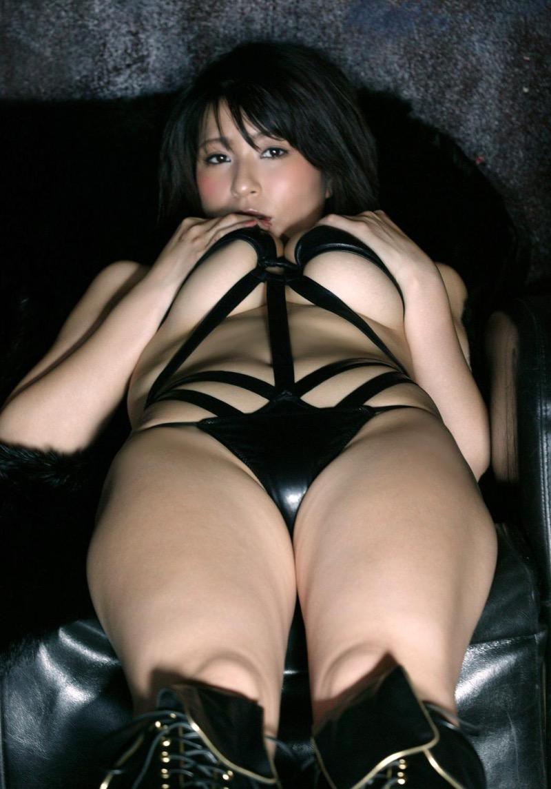 【ボンデージエロ画像】美女が身に付けたボンデージ姿がソソるエロ画像 72