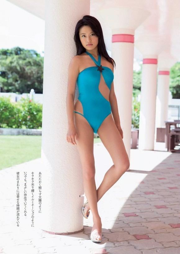 【小島瑠璃子グラビア画像】Eカップ巨乳ビキニボディがエロい美人タレント 11