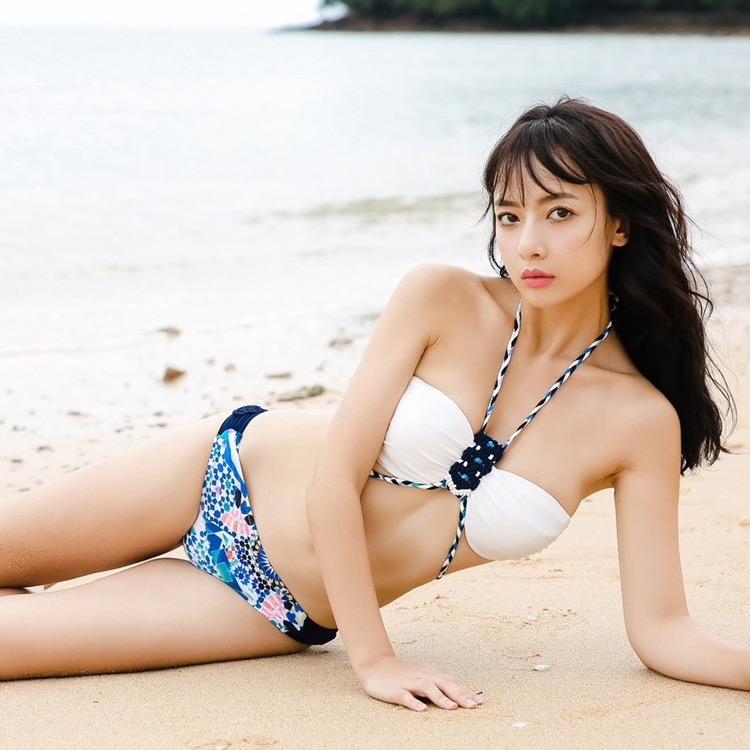 【タレントお宝画像】テレビで普段は脱がないタレント美女のエロビキニ姿!