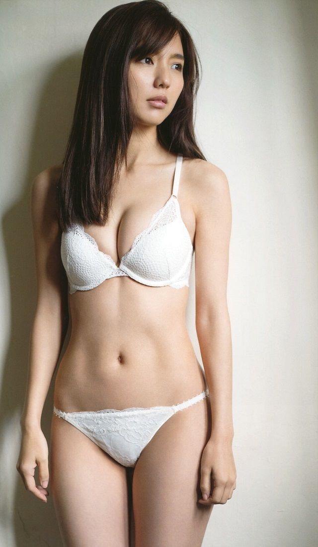 【タレントお宝画像】テレビで普段は脱がないタレント美女のエロビキニ姿! 13
