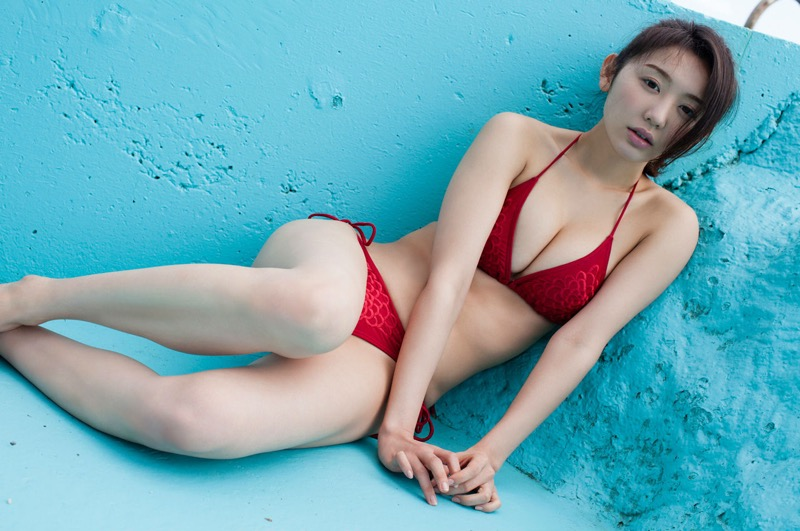 【おのののかグラビア画像】Eカップ巨乳のエロボディを見せつけるビキニ美女
