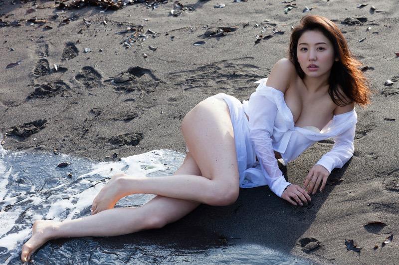 【おのののかグラビア画像】Eカップ巨乳のエロボディを見せつけるビキニ美女 03