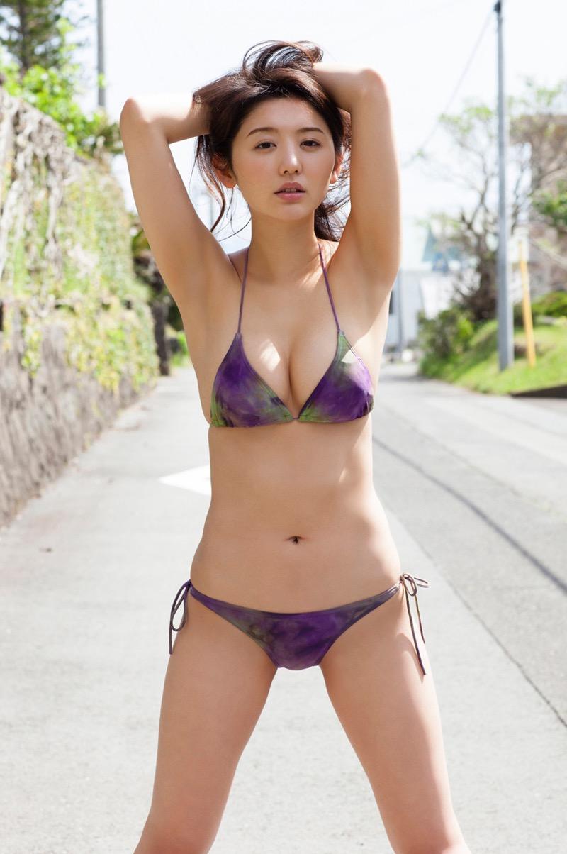 【おのののかグラビア画像】Eカップ巨乳のエロボディを見せつけるビキニ美女 06