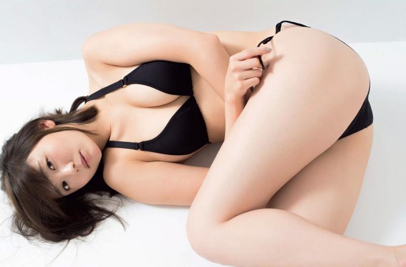 【おのののかグラビア画像】Eカップ巨乳のエロボディを見せつけるビキニ美女 24