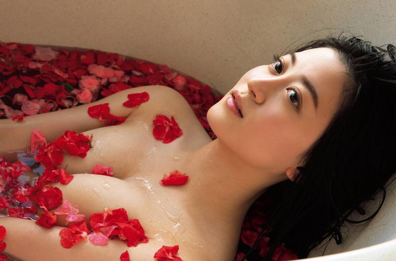 【上西恵グラビア画像】NMB48出身の元アイドルがキューティーハニーを演じるってよ! 75