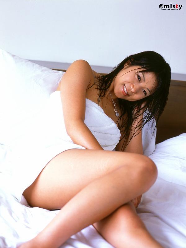 【華彩ななグラビア画像】人妻グラドルという新境地を開拓した美熟女が若かった頃のエロ写真wwww 17