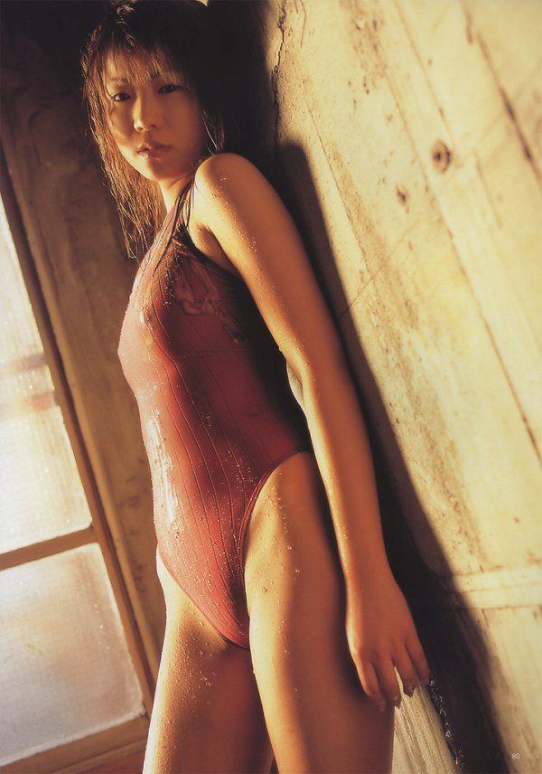 【華彩ななグラビア画像】人妻グラドルという新境地を開拓した美熟女が若かった頃のエロ写真wwww 37