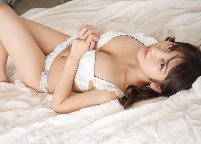 【十味グラビア画像】美少女感がたまらない現役女子大生の胸チラがエッチ過ぎるわw 09