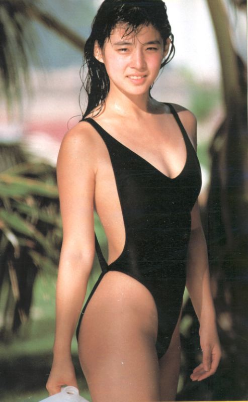 【石田ゆり子お宝画像】芸歴30年の大ベテラン女優が昔披露していたちょっとエッチな水着姿 10