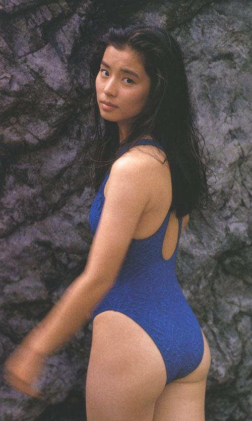 【石田ゆり子お宝画像】芸歴30年の大ベテラン女優が昔披露していたちょっとエッチな水着姿 13