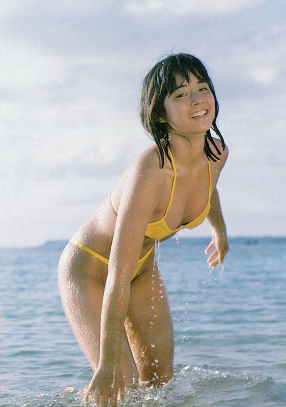 【石田ゆり子お宝画像】芸歴30年の大ベテラン女優が昔披露していたちょっとエッチな水着姿 18