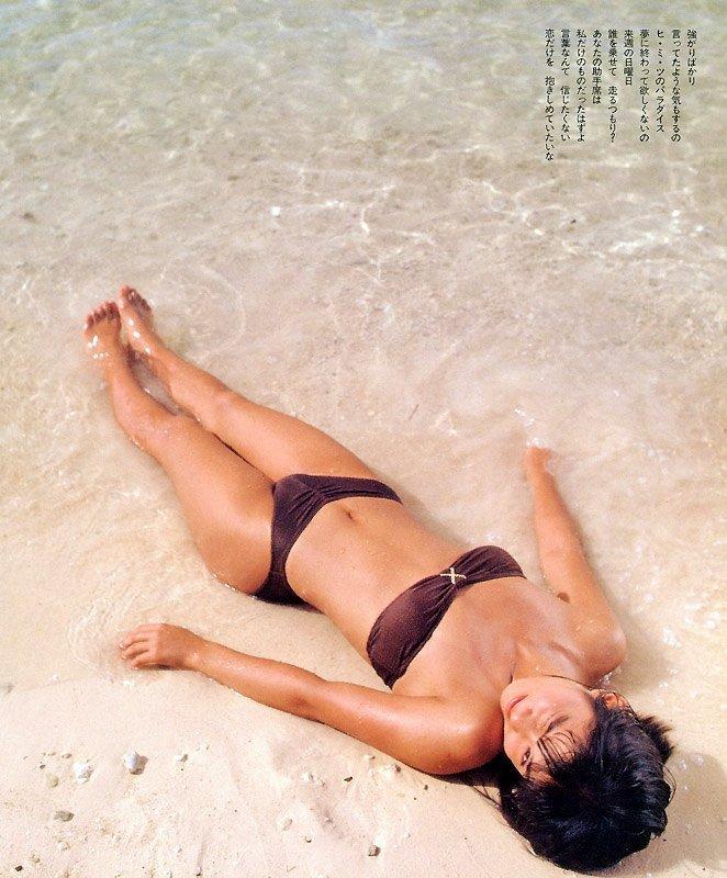 【石田ゆり子お宝画像】芸歴30年の大ベテラン女優が昔披露していたちょっとエッチな水着姿 24