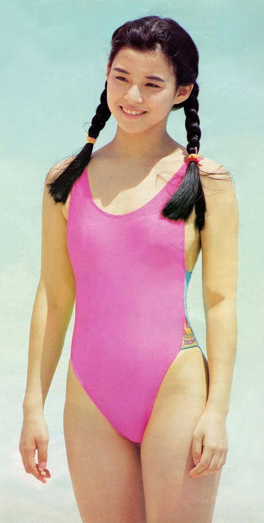 【石田ゆり子お宝画像】芸歴30年の大ベテラン女優が昔披露していたちょっとエッチな水着姿 25