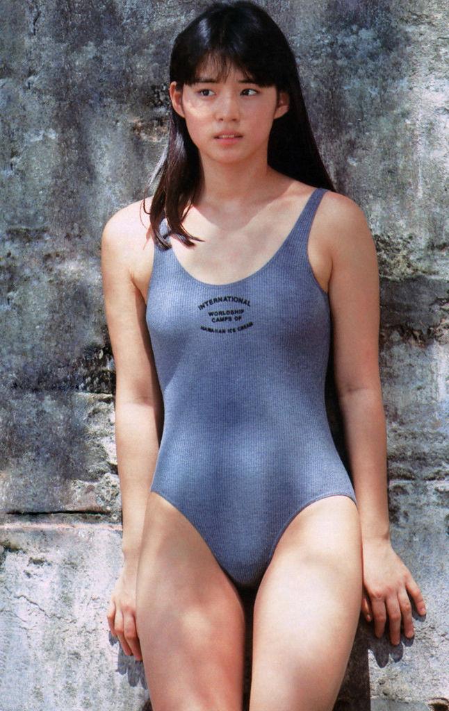 【石田ゆり子お宝画像】芸歴30年の大ベテラン女優が昔披露していたちょっとエッチな水着姿 35