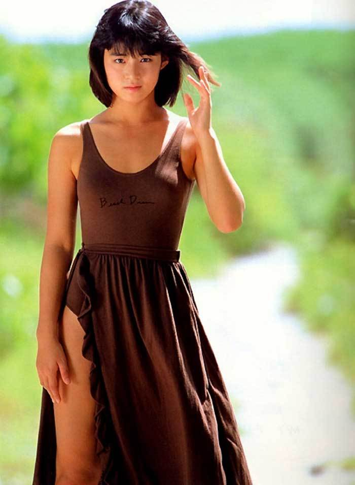 【石田ゆり子お宝画像】芸歴30年の大ベテラン女優が昔披露していたちょっとエッチな水着姿 36